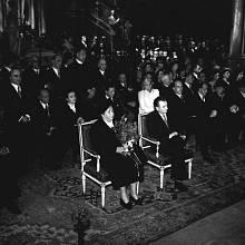 Tohle že je komunistická totalita? Te Deum v katedrále sv. Víta, které nechal sloužit Klement Gottwald (na snímku s manželkou Martou) po svém zvolení československým prezidentem v květnu 1948, řadu lidí ukonejšilo, že vládu KSČ půjde nějak přežít