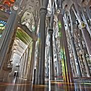 Velkolepý interiér chrámu Sagrada Familia.