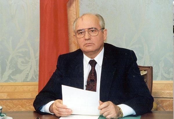 Sovětský prezident Michail Gorbačov oznamuje 25.prosince 1991vtelevizi svou rezignaci