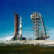 Raketa Saturn V vynesla Apollo 11