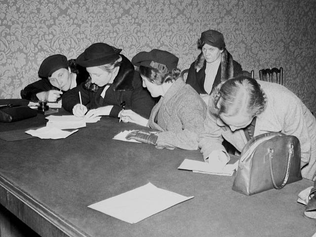 Uprchlíci ze Sudet v informační kanceláři