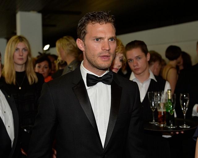 Jamie Dornan, který si ve snímku Anthropoid zahrál parašutistu Jana Kubiše, při zahájení letošního 51.ročníku MFF Karlovy Vary.
