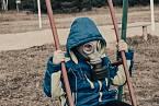 K ochraně před chemickým útokem byla potřeba maska a pláštěnka.