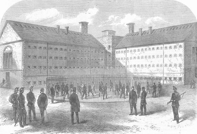 Historické foto věznice Mountjoy vDublinu (1885)