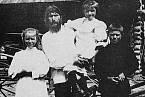 Grigorij Rasputin s rodinou v rodné vsi