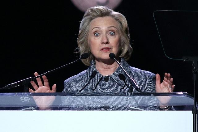 Hillary Clintonová doplácí především na svou neopatrnost velektronické komunikaci.