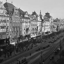 Do smutku oděné Václavské náměstí. Prezident Beneš zemřel.