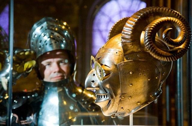 Rohatá helma Jindřicha VIII. by jeho tvář zakryla, ale jak by král vypadal?