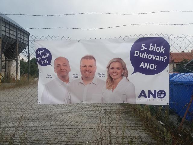 Osud stárnoucí jaderné elektrárny Dukovany je na sociálně slabém Třebíčsku citlivým tématem. Politici - včetně těchto kandidátů Babišova hnutí ANO - proto slibují voličům výstavbu nového bloku.
