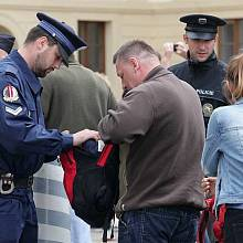 Vstup na Pražský hrad zkomplikovala bezpečnostní opatření.
