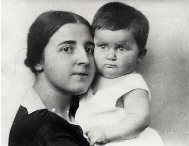 Naděžda Allilujeva s dcerou Světlanou