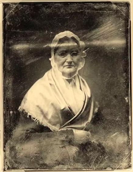 Paní Monnierová, která zamkla svou dceru v pokoji na 25 dlouhých let