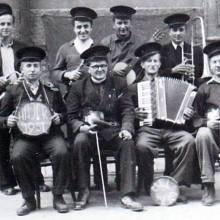 Vikář František Štverák (druhý zleva ve spodní řadě) v táboře Hájek