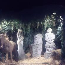 """K vánočním zvykům rozšířeným po roce 1989 patří i zvyk instalovat """"jesličky"""" ve veřejném prostoru, na náměstích a v parcích"""