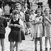 Děti z terezínského ghetta. Válku z nich přežila jen hrstka.