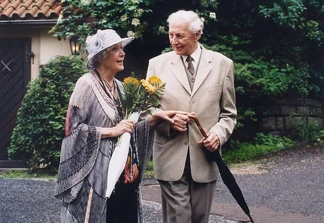 Květa Fialová a Ladislav Chudík ve snímku Poslání s podrazem (2002)