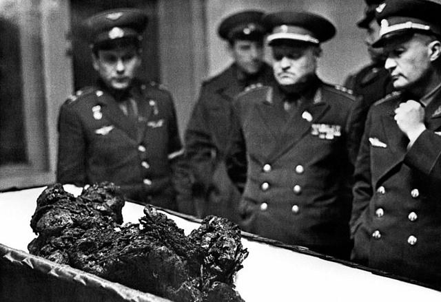 Ostatky kosmonauta Komarova