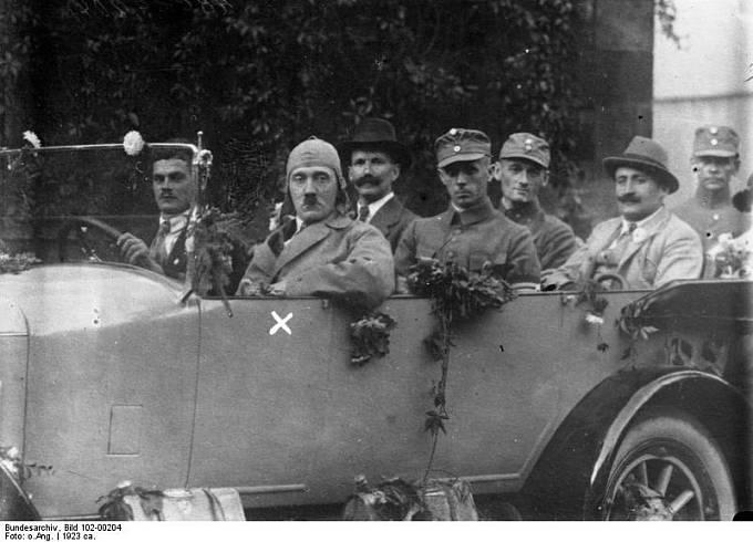Adolf Hitler a jeho souputníci, r. 1923
