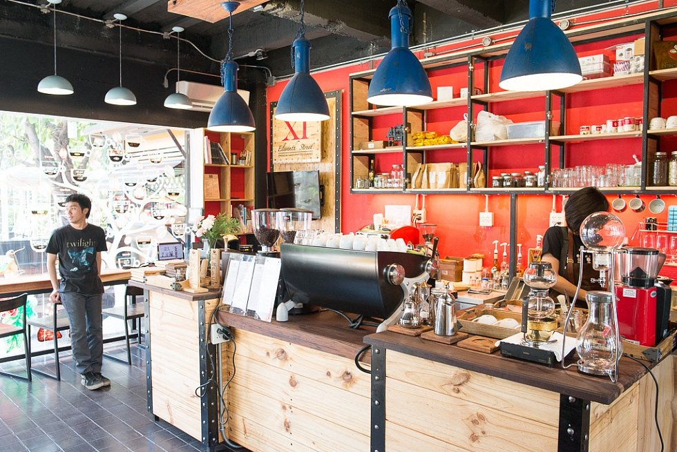 Jedna z nejlepších kaváren ve městě, moje oblíbené místo na psaní článků. Kávu mají z vlastní plantáže i pražírny.