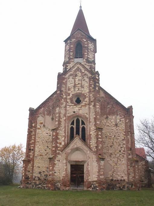 Kostel sv. Augustina v obci Lužice u Mostu
