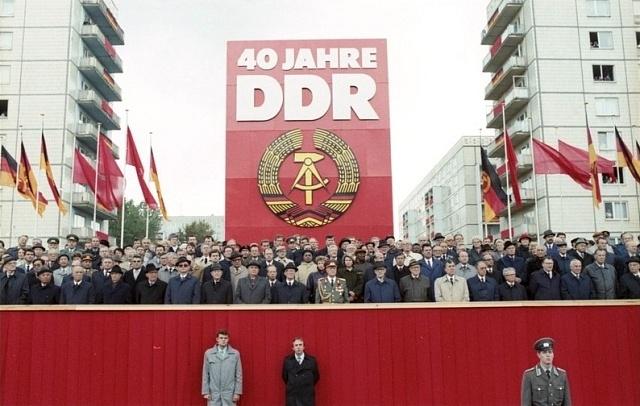 Oslava 40let vzniku DDR, jíž se zúčastnila většina komunistických pohlavárů