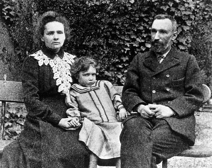 Vědci Marie a Pierre Curieovi, kteří zkoumali radium