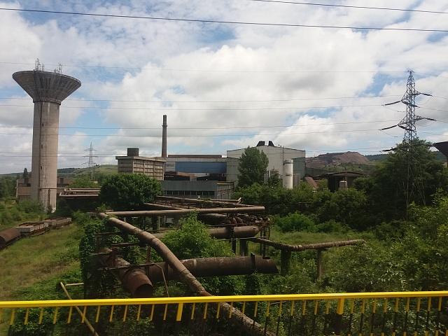 Jedna zmnoha opuštěných fabrik, jež vyrostly během komunistické diktatury.