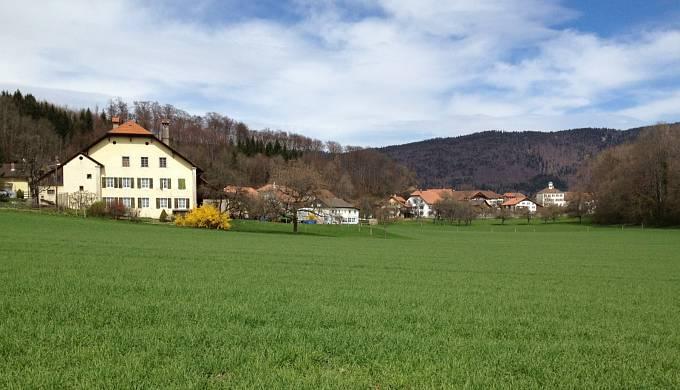 Vesnice Prêles, u které byl hrob objeven.
