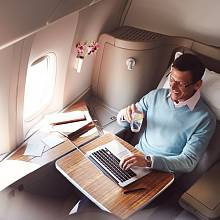 Letenka s Cathay Pacific Airways může stát i 30 tisíc dolarů, ale soukromí si za ně koupíte dostatek.