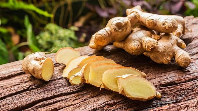 Z koření a bylin se často užíval zázvor, jenž skutečně proti infekcím pomáhá.