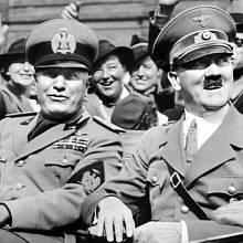 Přestože se Hitler s Mussolinim často scházeli, spolupráce mezi oběma nevypočitatelnými diktátory drhla. Navzájem sebou pohrdali a dělali si naschvály