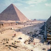Kolem stavby pyramid panuje dodnes plno záhad.