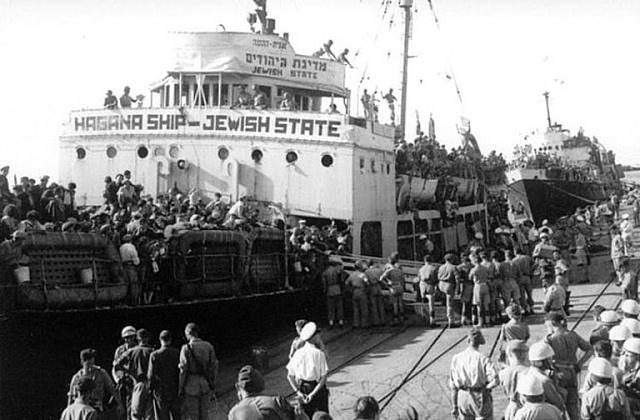 Loď židovské agentury Hagana přiváží vroce 1947židovské osadníky do přístavu vHaifě. Foto: Wikimedia.org