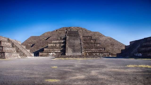 Měsíční pyramida v Teotihuacánu