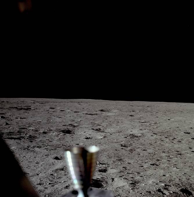 Vteřiny po úspěšném přistání na Měsíci. 20. července 1969 ve 20:17:39 hodin.
