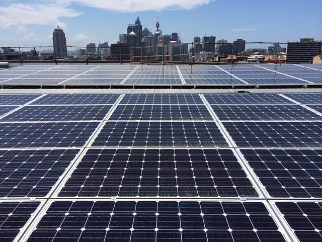Jeden zprvních projektů Photon Energy vAustrálii - střešní instalace vměstě Sydney.