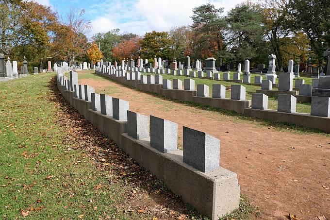 Většina nalezených těl z Titanicu byla pohřbena na halifaxském hřbitově Fairview