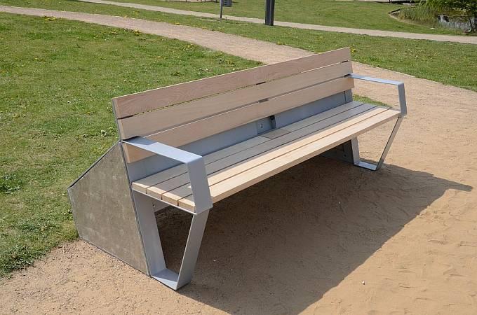 Chytrá lavička CapaSitty v litoměřickém parku