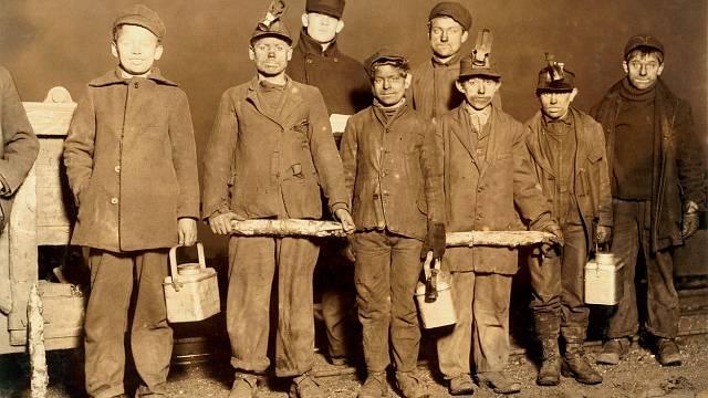 Děti pracující v dolech, 1910