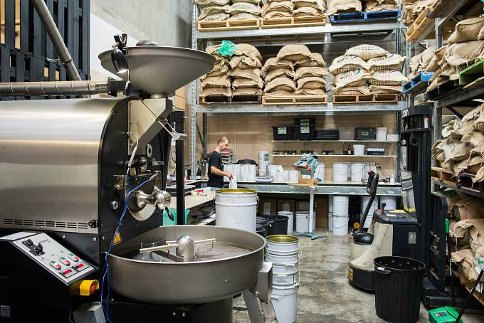 Jedna z největších pražíren výběrové kávy v Melbourne Industry Beans