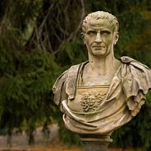 Socha Julia Caesara ve Varšavě