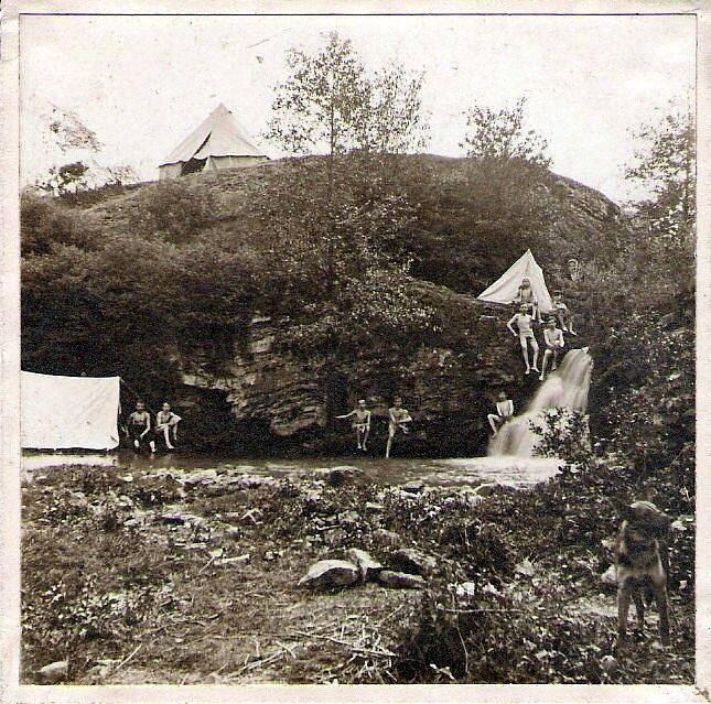Skauti v Prokopském údolí (1911)