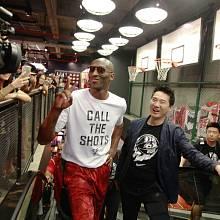Kobe Bryant pověsil basketbalovou kariéru na hřebík, nyní rozjíždí venture kapitálový fond.
