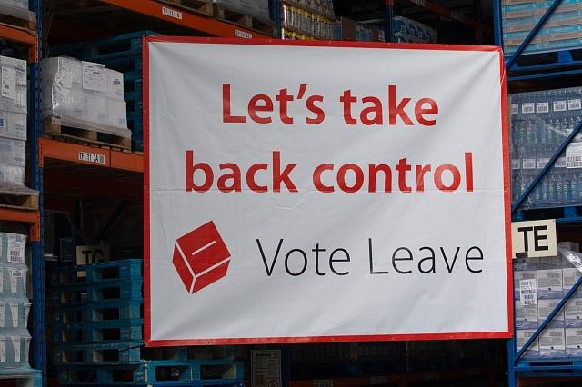 Kampaň před referendem vstupuje do rozhodující fáze. Převezměme zpátky kontrolu, nabádá jedno zhesel příznivců odchodu zEU.