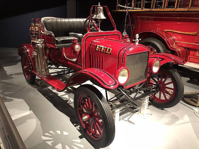 Americká společnost LaFrance upravila více než 900 Fordů model T pro potřeby hasičů.