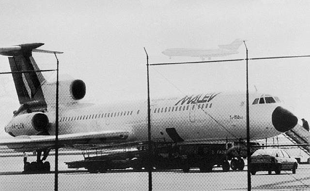 Unesený Tupolev Tu-154 po přistání na letišti ve Frankfurtu nad Mohanem