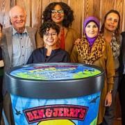 Linda Sarsourová s představiteli Ben & Jerry's a dalšími aktivisty