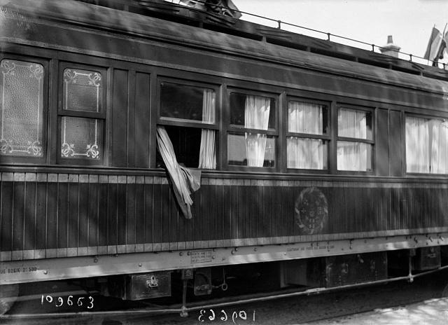 Dodnes není jasné, jak Paul Deschanel mohl zvlakového okna vypadnout.