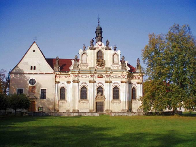 Kostel sv. Anny v Mnichově Hradišti, kde jsou uloženy ostatky Albrechta z Valdštejna.