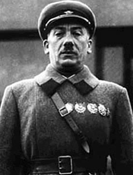 šéf NKVD Genrikh Yagoda (1936)